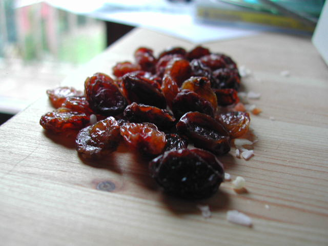 10 Great Benefits of Eating Raisins